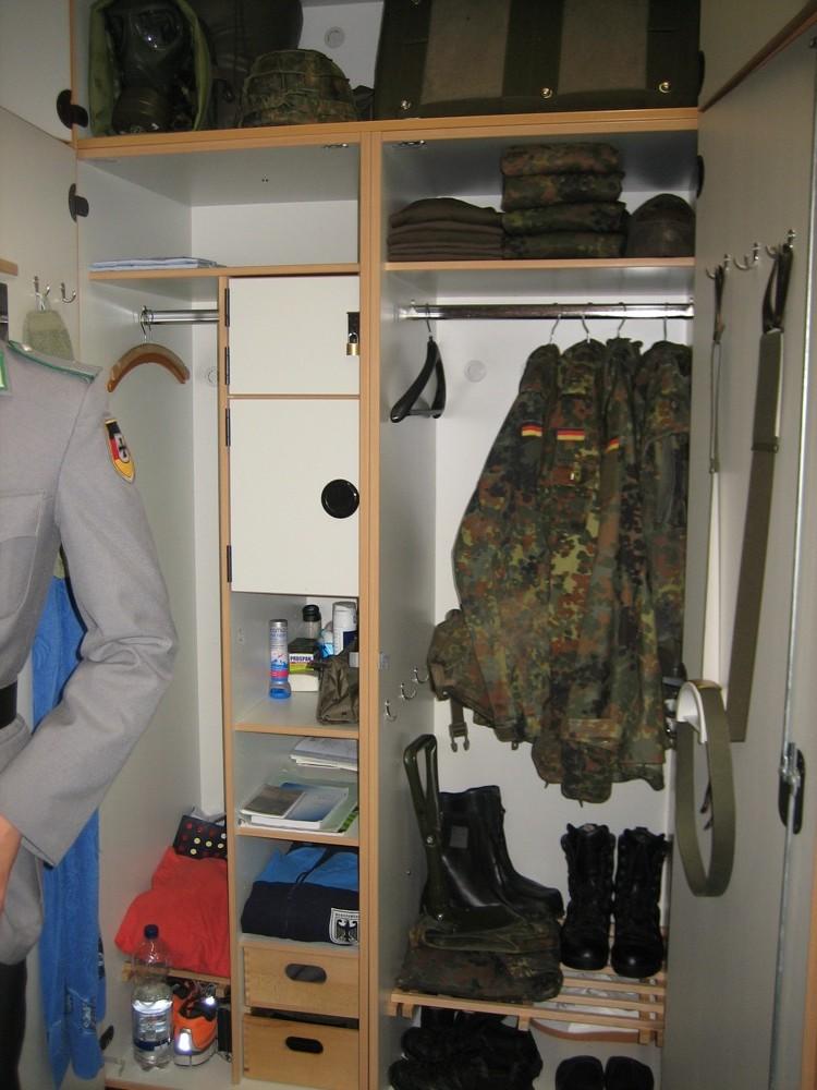 Ein Spind bei der Bundeswehr – Webschale