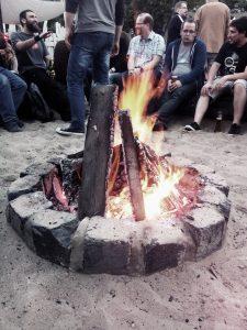 Ein kleines Lagerfeuer bei der After-Party nach dem ersten Tag auf dem WordCamp Hamburg.